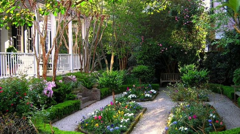 How To Sneak A Peek At Charleston S Secret Gardens