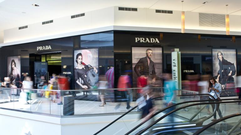Pers Visit Prada Located On The Second Floor Of Fashion Outlets Chicago