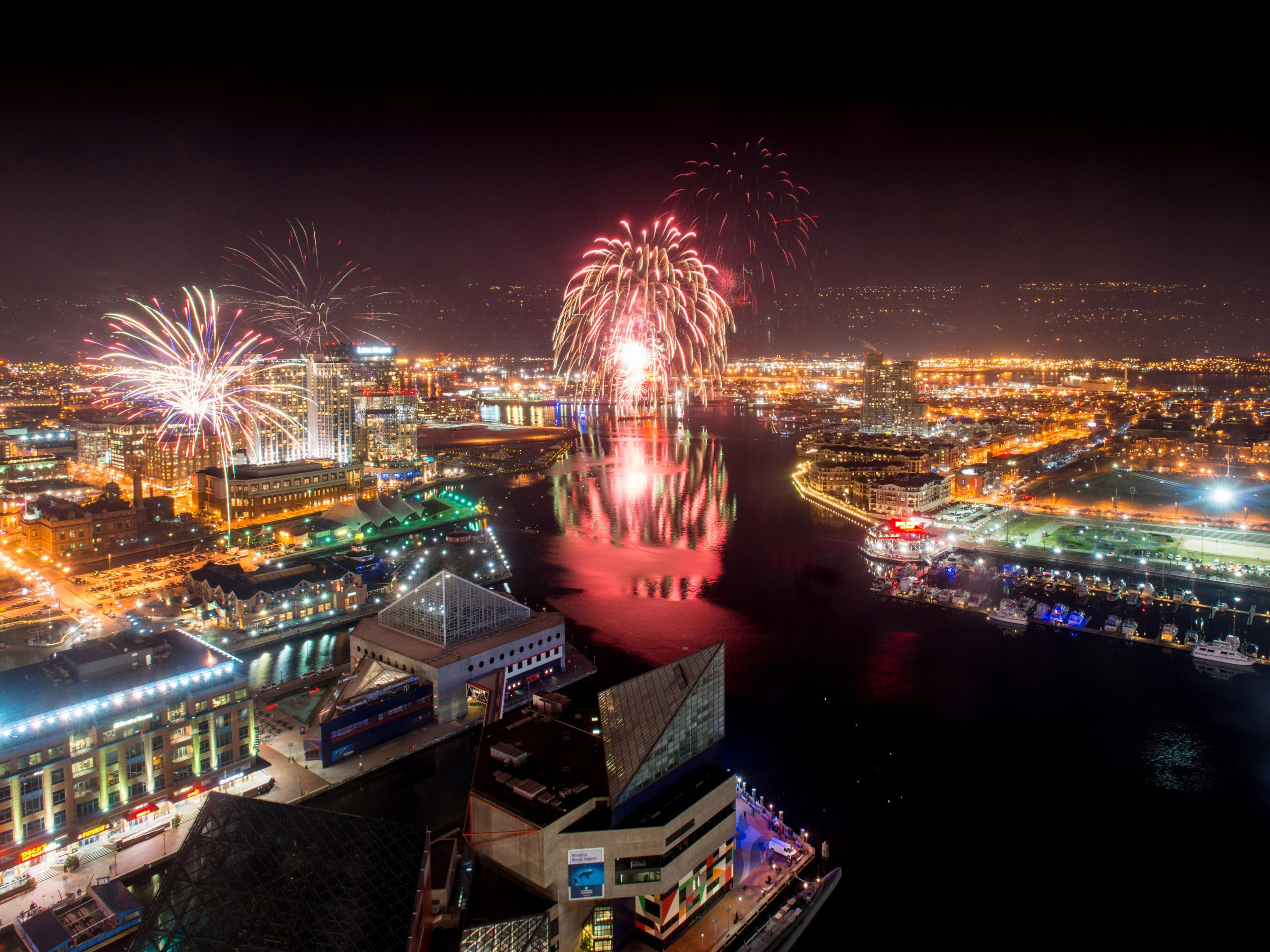 Choreographed Fireworks Show Over The Inner Harbor On New Yearu0027s Eve