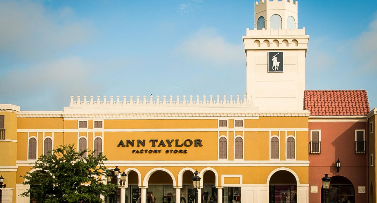 San Marcos, Texas: Outdoor attractions & premium outlet shopping