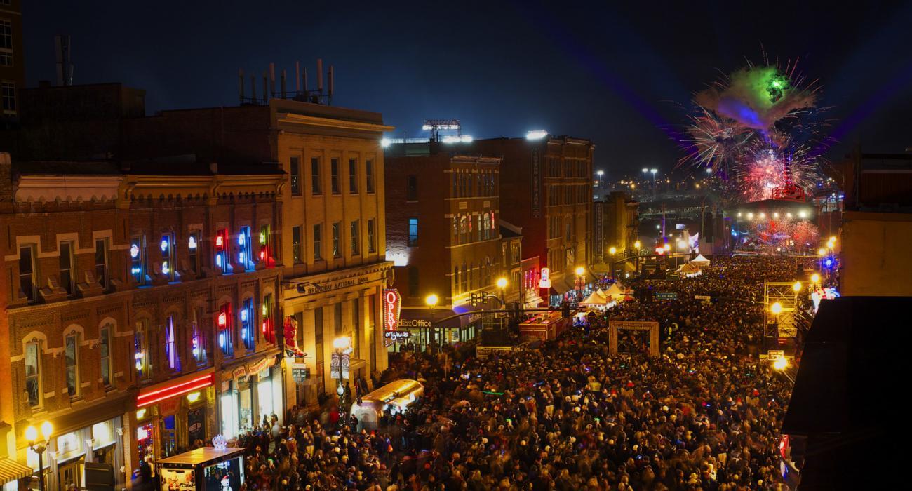 California, Florida, Georgia, Hawaii, Louisiana, Nevada, Tennessee, Texas.  9 Awesome Spots To Celebrate New Yearu0027s ...
