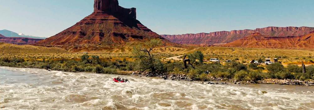 White-water rafting among the mesas of Utah